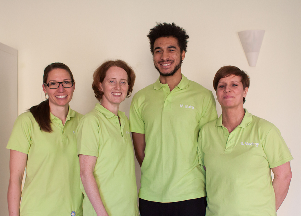 Unser Praxisteam, v-l.n.r: Annett Kaiser, Fanny Peukert, Manuel Bata, Susan Machoy